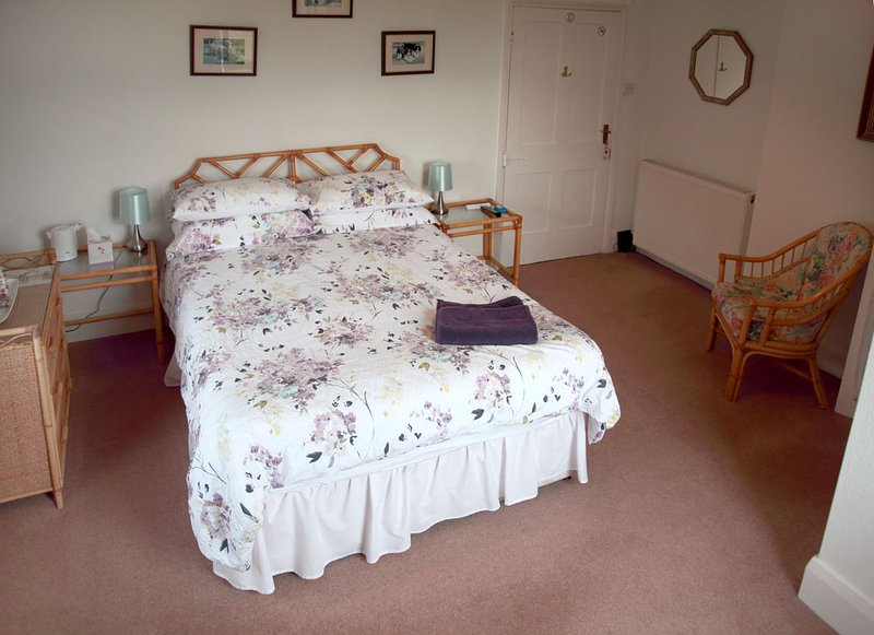 Alcott Farm Bed and Breakfast Pink Room, vacation rental in Bromsgrove