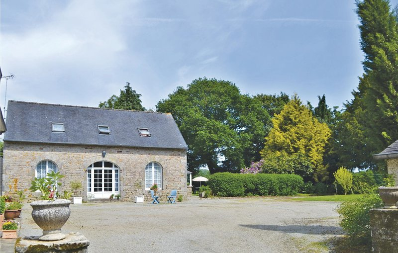 Awesome home in Gouesnach with WiFi and 2 Bedrooms (FBF387), holiday rental in Clohars-Fouesnant