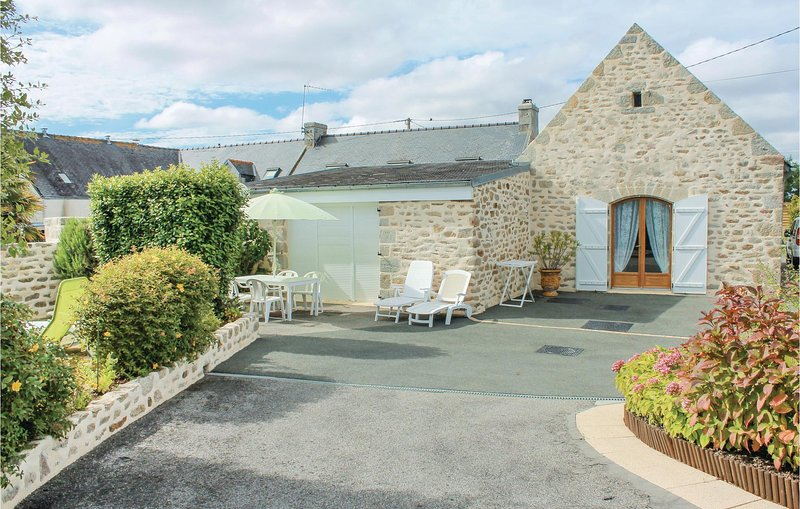 Awesome home in Lesconil with 2 Bedrooms (FBF380), location de vacances à Lesconil