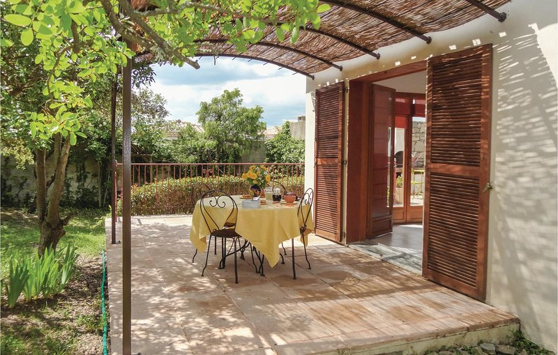 Amazing home in Cazevieille with WiFi and 1 Bedrooms (FLH095), holiday rental in Saint-Martin-de-Londres