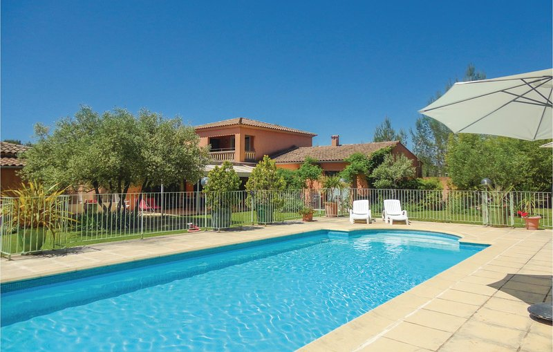 Amazing home in St Gely du Fesc with WiFi and 3 Bedrooms (FLH077), vacation rental in Saint-Mathieu-de-Treviers