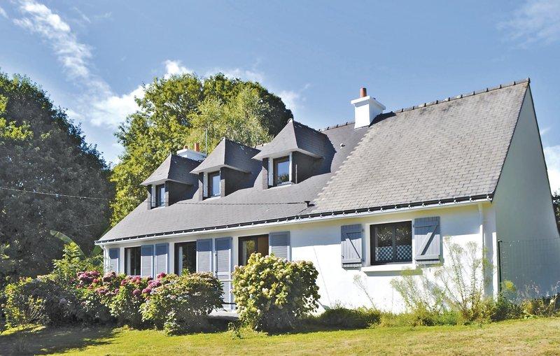 Awesome home in Moelan sur Mer with 4 Bedrooms (FBF377), holiday rental in Moelan sur Mer