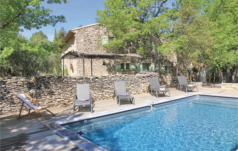 Awesome home in Lacoste with WiFi and 4 Bedrooms (FPV725), holiday rental in Lacoste
