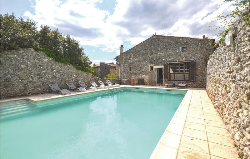 Nice home in Labastide-de-Virac with WiFi and 4 Bedrooms (FRA028), vacation rental in Vagnas