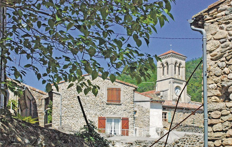 Awesome home in St. Fortunat s Eyrieux with 2 Bedrooms (FRA063), vacation rental in Boffres