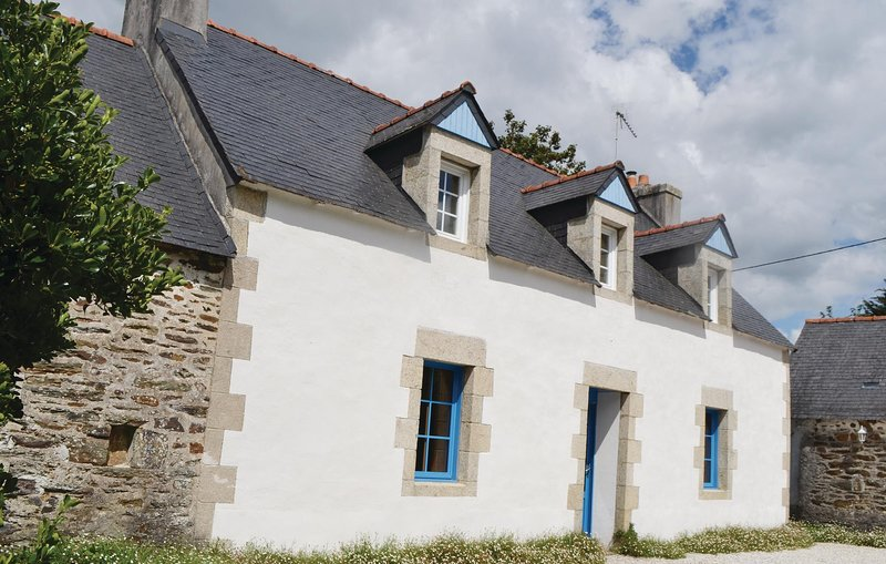 Awesome home in Ploneour Lanvern with 3 Bedrooms (FBF415), holiday rental in Ploneour Lanvern