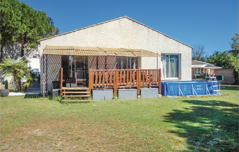 Stunning home in Grau d'Agde w/ WiFi and 3 Bedrooms, holiday rental in La Tamarissiere