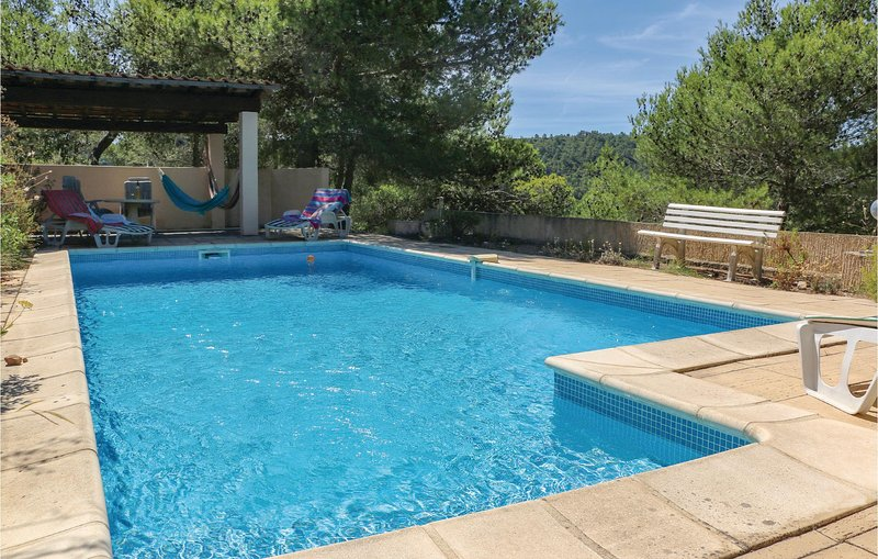 Awesome home in Pierrerue with WiFi, 3 Bedrooms and Outdoor swimming pool (FLH28, holiday rental in Cebazan