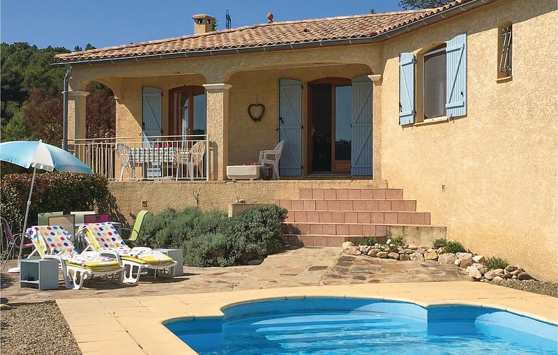 Nice home in Cruzy with WiFi, Outdoor swimming pool and 3 Bedrooms (FLH299), holiday rental in Argeliers