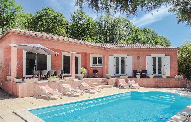 Nice home in Bédarioux with WiFi and 4 Bedrooms (FLH279), holiday rental in Camplong