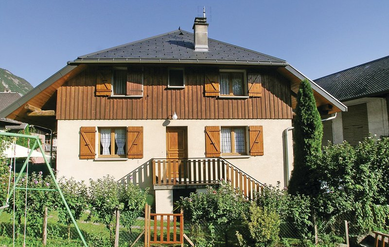 Beautiful home in Faverges with 2 Bedrooms and WiFi (FRH013), holiday rental in Lathuile