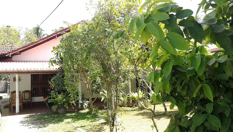 Dont Worry Be Happy Hostel, vacation rental in Makandura