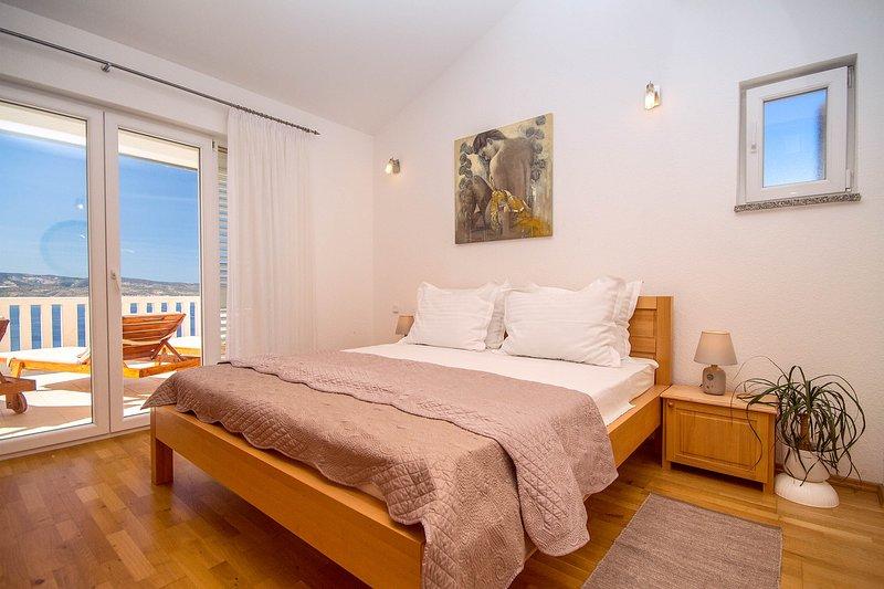 Kotisina Villa Sleeps 18 with Pool and Air Con - 5772794, casa vacanza a Marasi