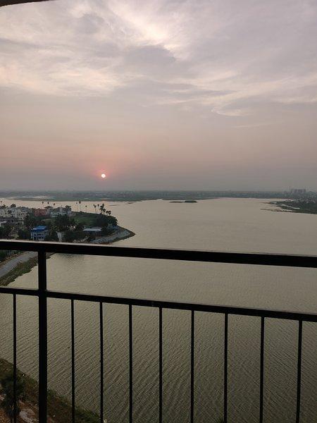 Vista espetacular do pôr do sol a partir da varanda