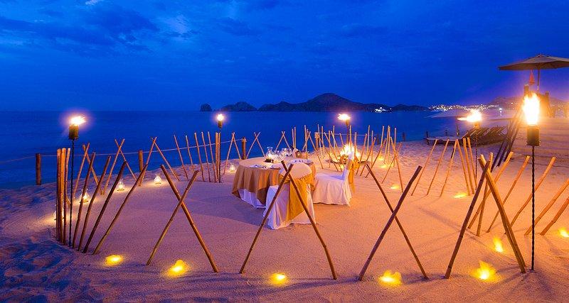 Organizzare una romantica cena al tramonto sulla spiaggia