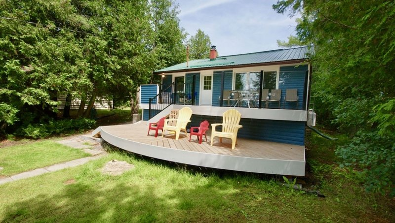 Across the Pond Cottage, a country retreat on Sturgeon Lake, holiday rental in Kawartha Lakes