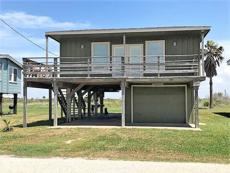 #131 Beach Front Rd, vacation rental in Palacios