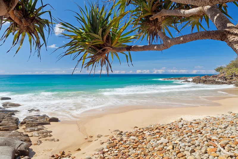 Coolum Classic Beach Shack - Pet Friendly - Walk to Beach, aluguéis de temporada em Yandina