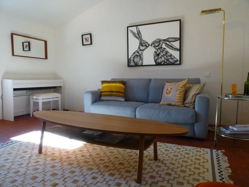Planta 2: Salón con sofá cama.