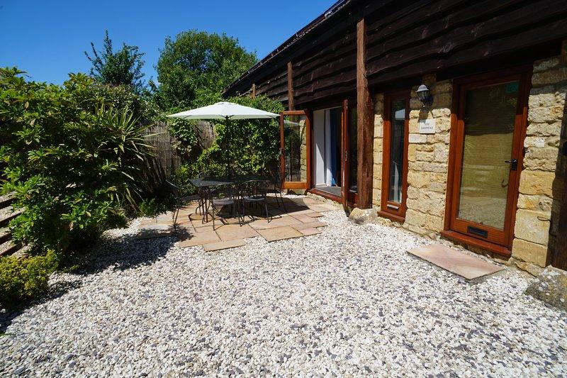 Modern 3 bedroom holiday barn near Sherborne, holiday rental in Barwick