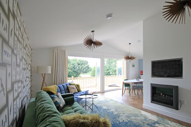 Brook Meadow Holidays Chalets - Woodpecker Lodge, holiday rental in Market Harborough