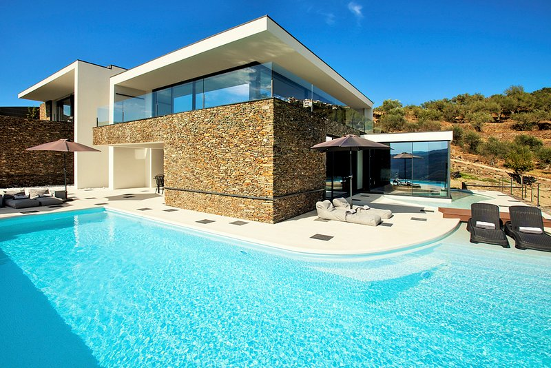 Casal de Loivos Villa Sleeps 8 with Pool and Air Con - 5774264, casa vacanza a Murca