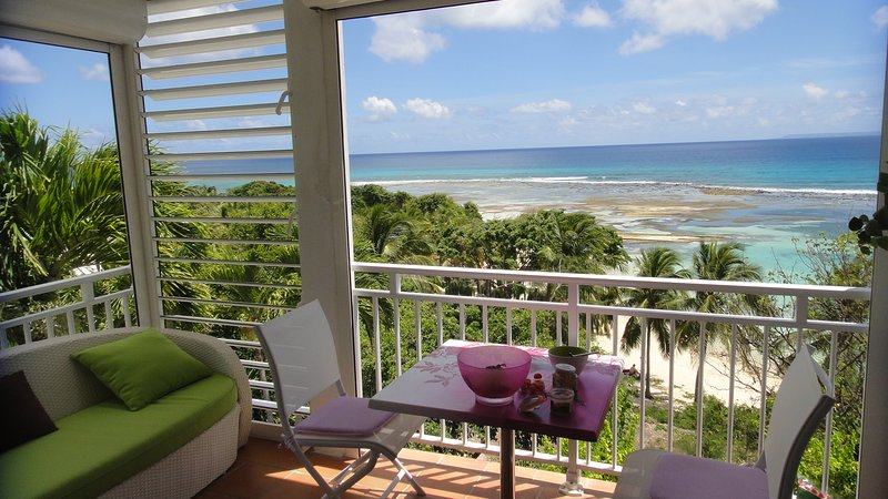 Bamboo à 30 mètres de la plage, vacation rental in Grande-Terre Island