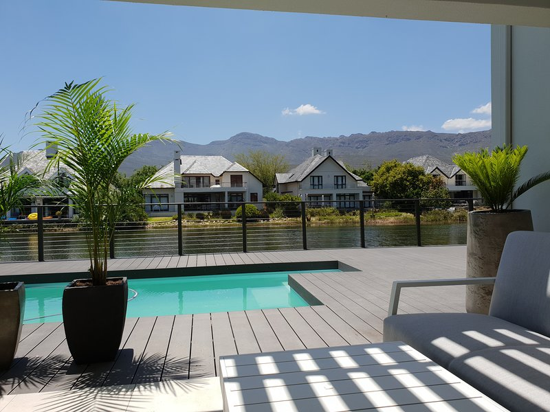 Exquisite Pool House on Pearl Valley Golf Estate. Luxury & security combined, alquiler de vacaciones en Franschhoek