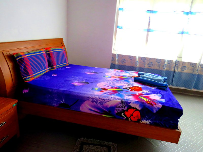 Double Room with Private Bathroom and Hot Water, vacation rental in Waikkal