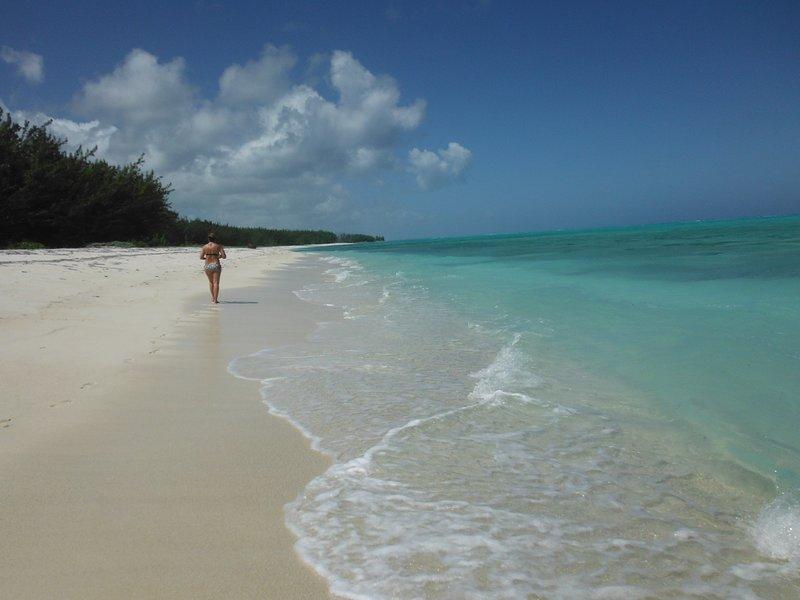 Sundial Villas ~ Whole Home ~ sleeps 6 - 12 ~ Bambarra Beach, Middle Caicos, holiday rental in Middle Caicos