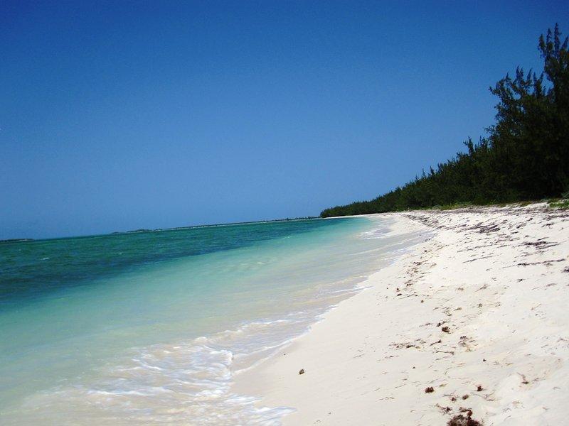 Sundial Villas ~ Flamingo ~ Bambarra Beach, Middle Caicos, holiday rental in Middle Caicos