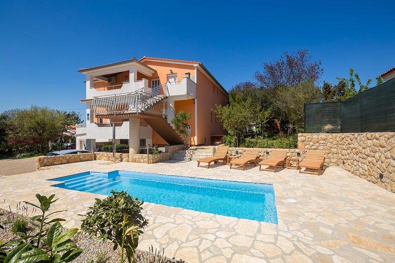 Pinezici Apartment Sleeps 4 with Pool Air Con and WiFi - 5772374, casa vacanza a Pinezici