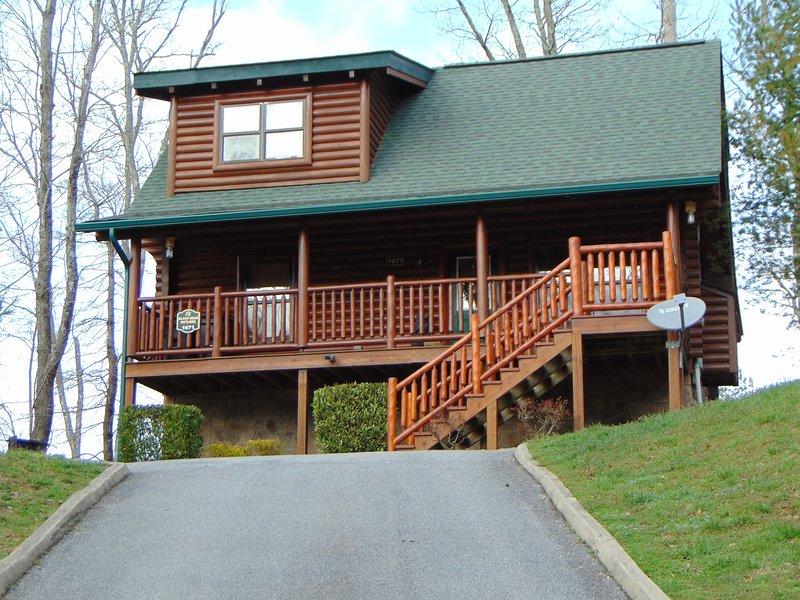 Black Bear Outlook Cabin Has Shared Outdoor Pool (Unheated