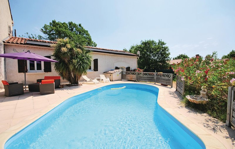 Beautiful home in Le Luc with WiFi and 0 Bedrooms (FCV586), location de vacances à Gonfaron