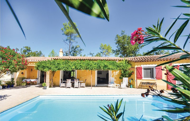 Amazing home in Fayence with WiFi and 3 Bedrooms (FCV776), holiday rental in Saint-Paul-en-Foret