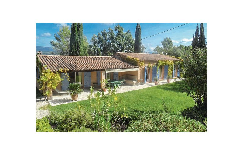 Stunning home in Tourrettes with WiFi, Outdoor swimming pool and 3 Bedrooms (FCV, alquiler de vacaciones en Tourrettes