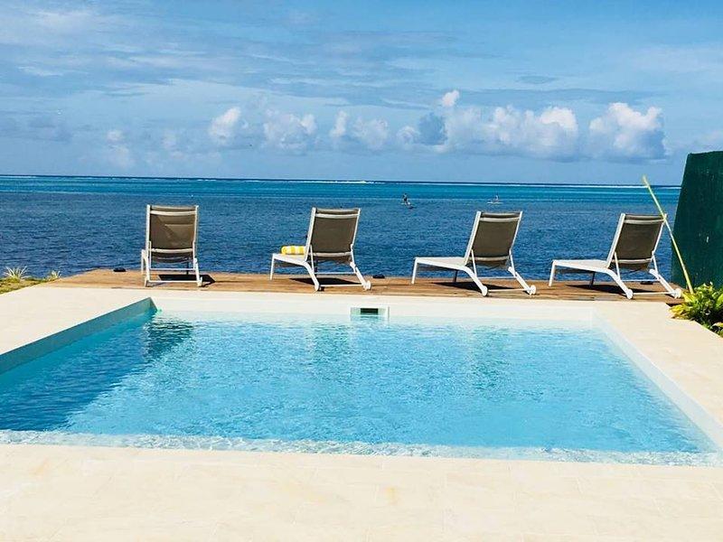 Villa Le Ficus en bord de mer à Paea, holiday rental in Tahiti