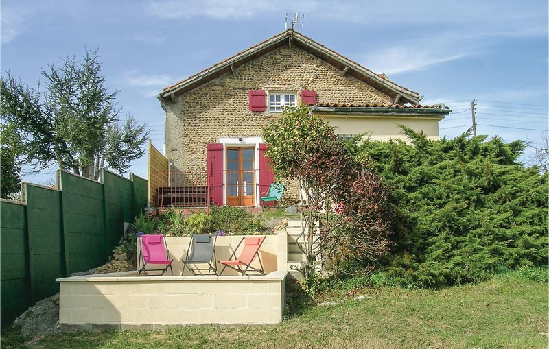Beautiful home in Lahitte Toupiére w/ WiFi and 3 Bedrooms (FMP006), holiday rental in Vic-en-Bigorre