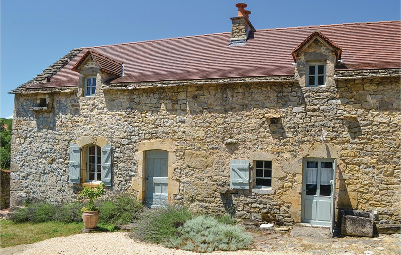 Beautiful home in Toulonjac with 2 Bedrooms (FMV017), holiday rental in Salles-Courbaties
