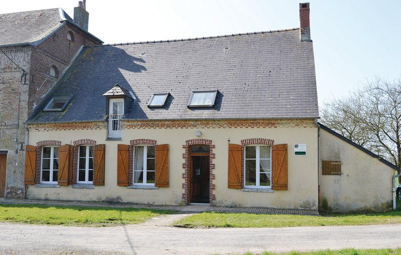 Beautiful home in Chigny with 3 Bedrooms (FNA032), holiday rental in Mondrepuis