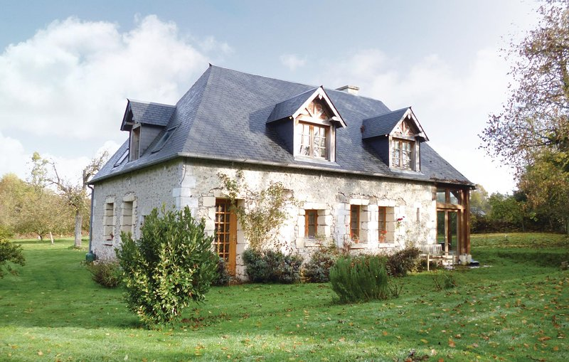 Awesome home in Honfleur with 3 Bedrooms (FNC071), holiday rental in Ablon