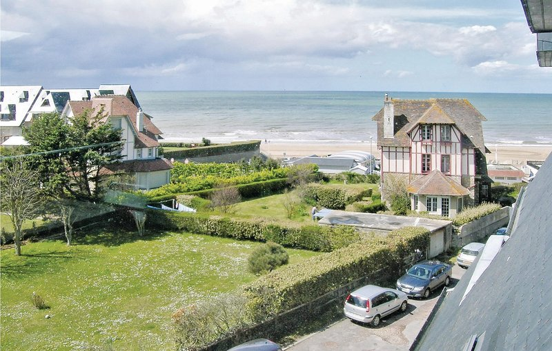 Stunning home in Benerville Sur Mer with 1 Bedrooms (FNC035), vacation rental in Benerville-sur-Mer
