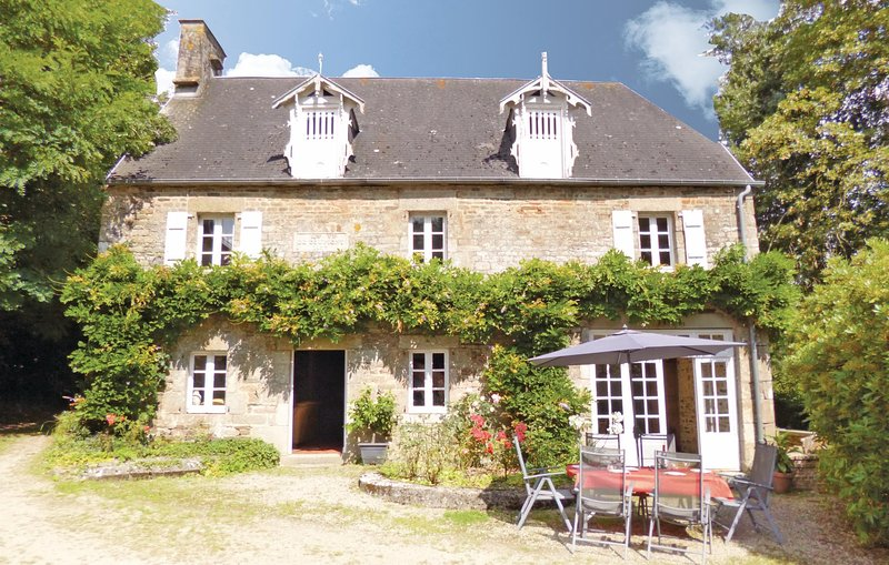 Awesome home in Landelles et Coupigny with WiFi and 4 Bedrooms (FNC123), holiday rental in Montabot