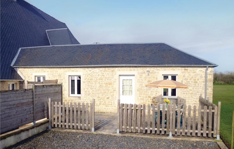 Beautiful home in Deux-Jumeaux with 2 Bedrooms (FNC172), holiday rental in Vierville-sur-Mer