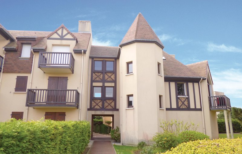 Awesome home in Ouistreham with WiFi and 1 Bedrooms (FNC185), holiday rental in Lion-sur-mer