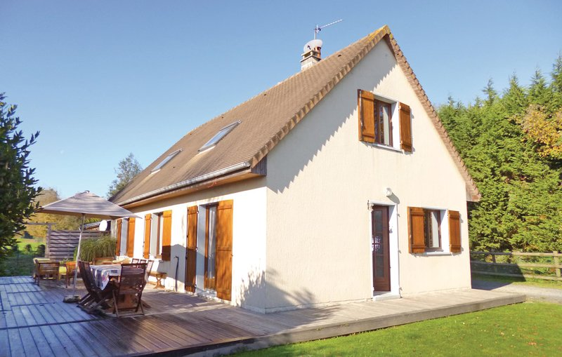 Amazing home in Gonneville-S.-Honfleur with WiFi and 3 Bedrooms (FNC189), holiday rental in Ablon
