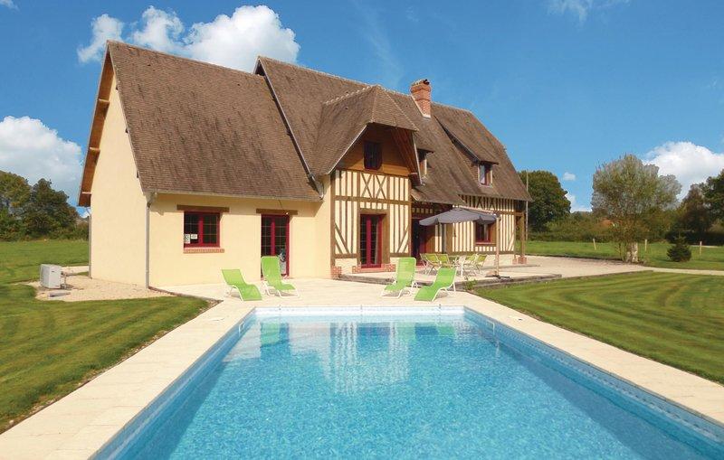Traditioneel vakantiehuis met verwarmbaar zwembad (FNC702), holiday rental in Orbec
