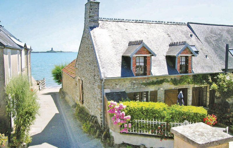 Awesome home in Morsalines with WiFi and 2 Bedrooms (FNM026), holiday rental in Montaigu-la-Brisette