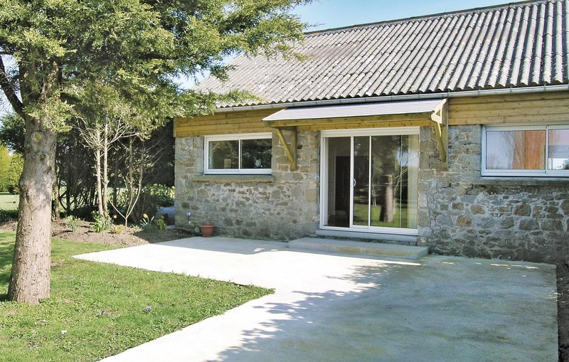 Stunning home in Carolles with 1 Bedrooms (FNM098), location de vacances à Carolles