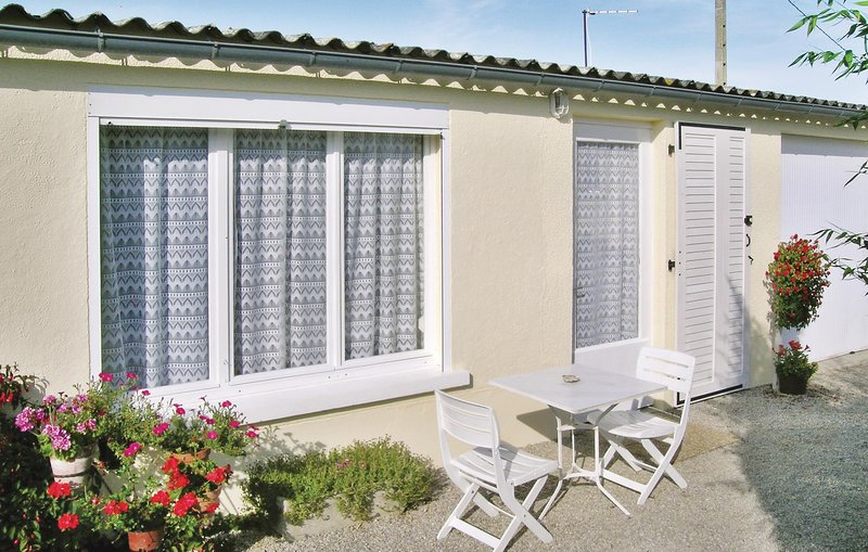 Beautiful home in Quettehou with 0 Bedrooms (FNM082), holiday rental in Montaigu-la-Brisette